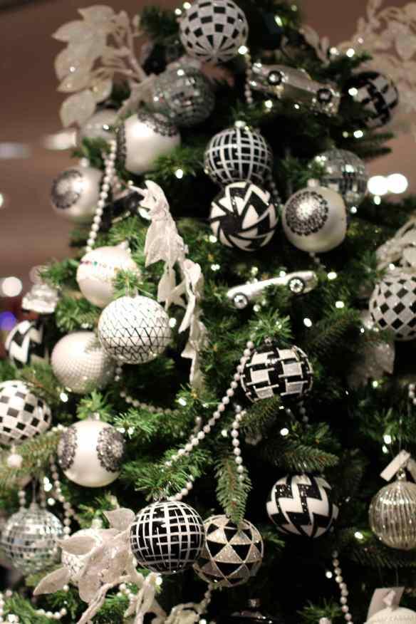 Ambiance de Noël dans les Grands Magasins de Paris 9