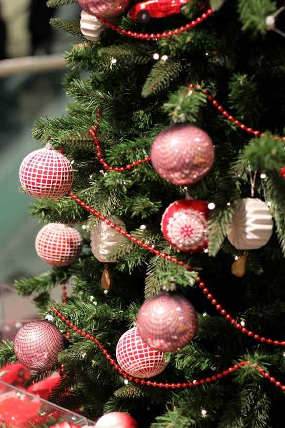 Ambiance de Noël dans les Grands Magasins de Paris 10