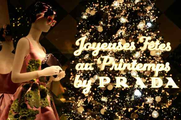 Ambiance de Noël dans les Grands Magasins de Paris 16