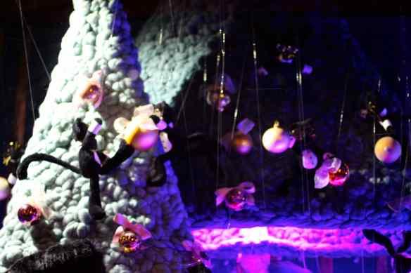 Ambiance de Noël dans les Grands Magasins de Paris 23