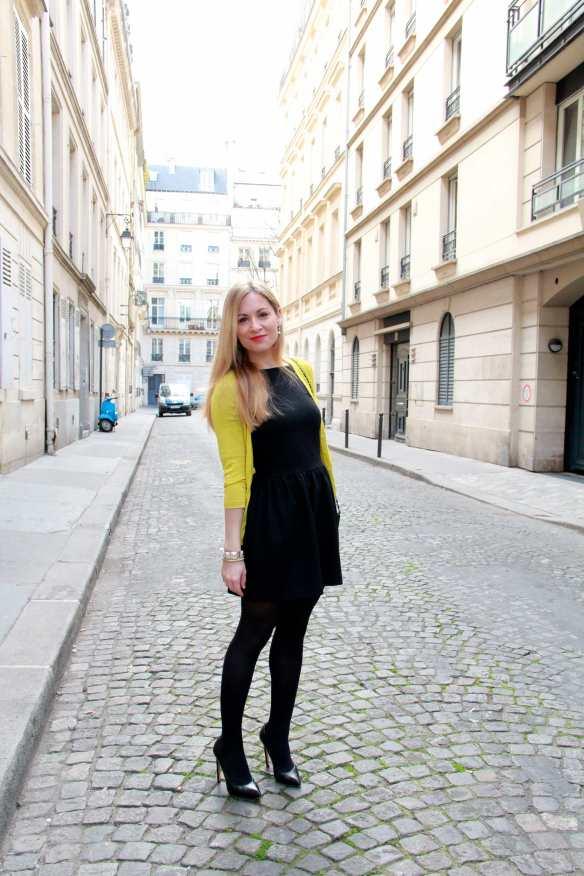 Une petite robe noire et une touche de citron 2