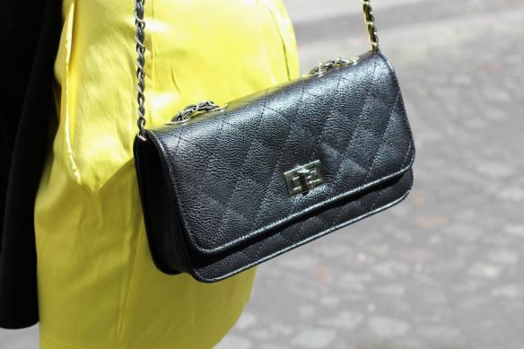 Une Jupe Raj(au)nissante - jennyontheblogmode blog mode fashion blog sac noir matelassé