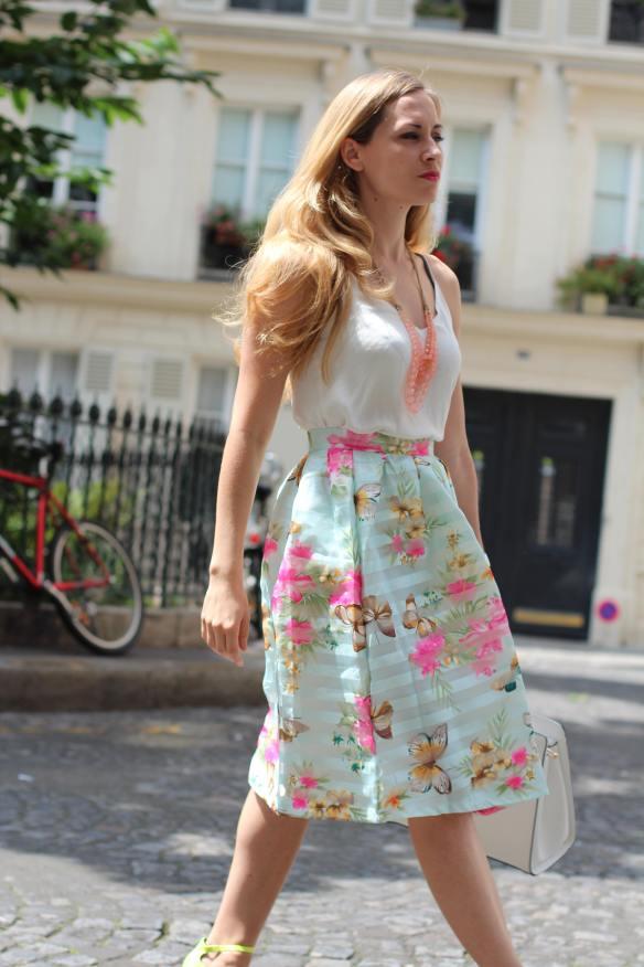Une Jupe mi-longue féminine et colorée jennyontheblogmode.com blogmode Fashionblog